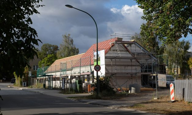 Neues Feuerwehrhaus  im Stil des alten Dorfes