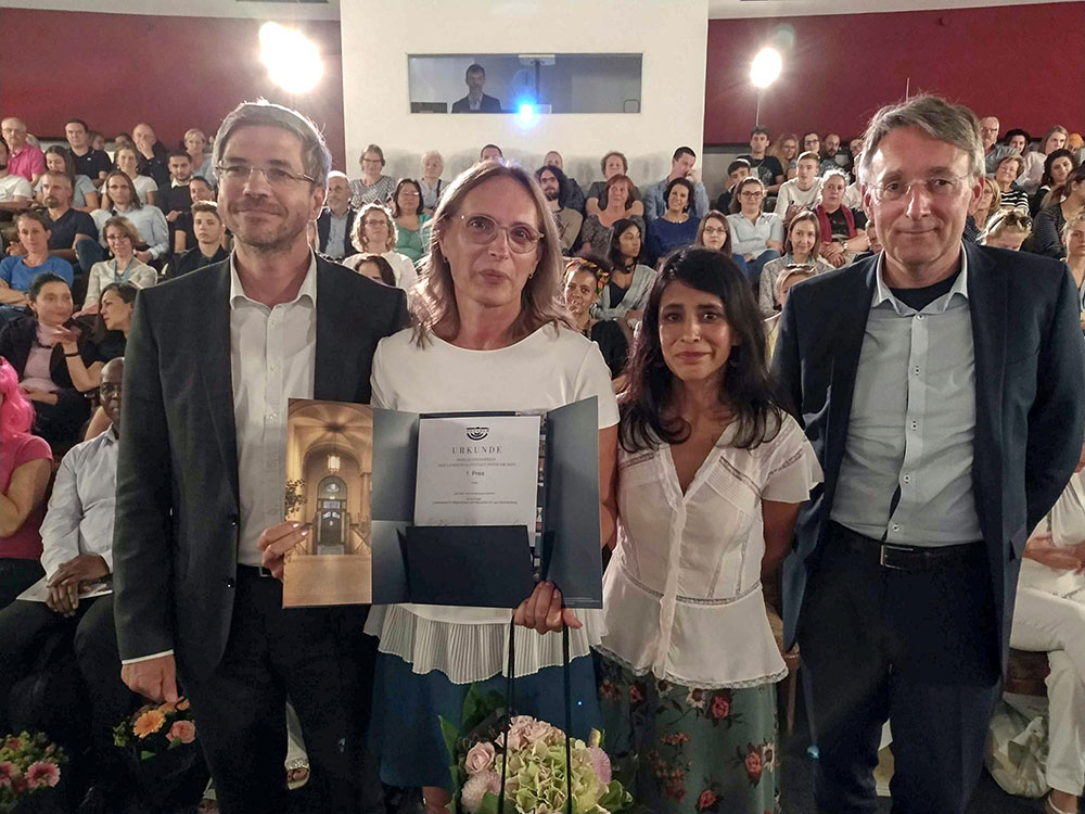 OB Mike Schubert, Preisträgerin Elzbieta Barwinska-Hohenberger (Social Impact gGmbH), Diana Gonzaléz Olivo (Vorsitzende des Migrantenbeirates), Peter Heuer (Vorsitzender der StVV) v.l.n.r.