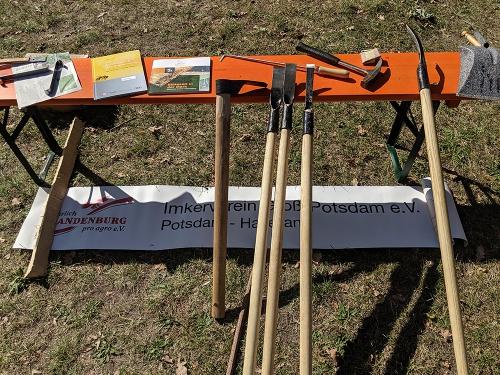 Spezialwerkzeuge zum Aushöhlen des Baumstamms. Foto: Claudia Brandis