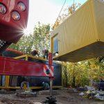 Farbige Container  für die Regenbogenschule