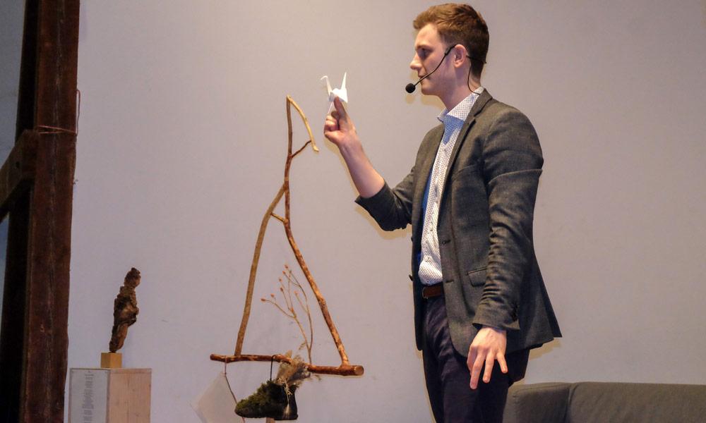 Max Olbrich mit unglaublichen Zaubertricks.