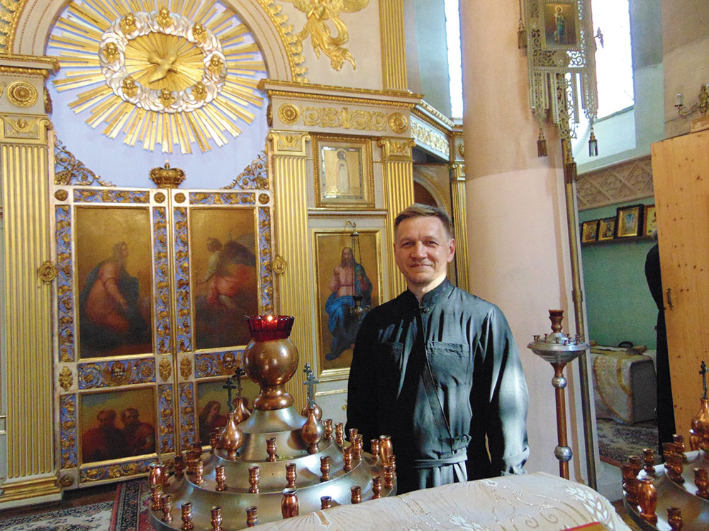 Erzdiakon Anatolij Koljada (in der Kirche)