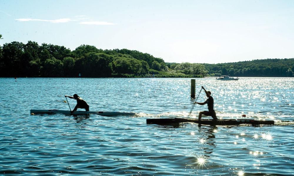 Den ersten Stich ins Wasser am Morgen, wenn die Havel noch ruhig und glatt ist, geniesst Jonas wie eine Meditation