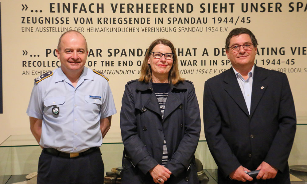 Oberstleutnant Ralf-Gunter Leonhardt, Dr. Doris Müller-Toovey, Karl-Heinz Bannasch (v.l.n.r.)