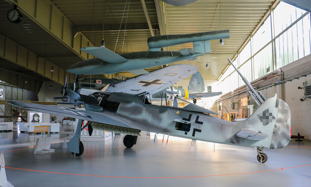 In der Hauptausstellung des MHM Gatow finden sich auch größere Exponate aus dem Zweiten Weltkrieg.