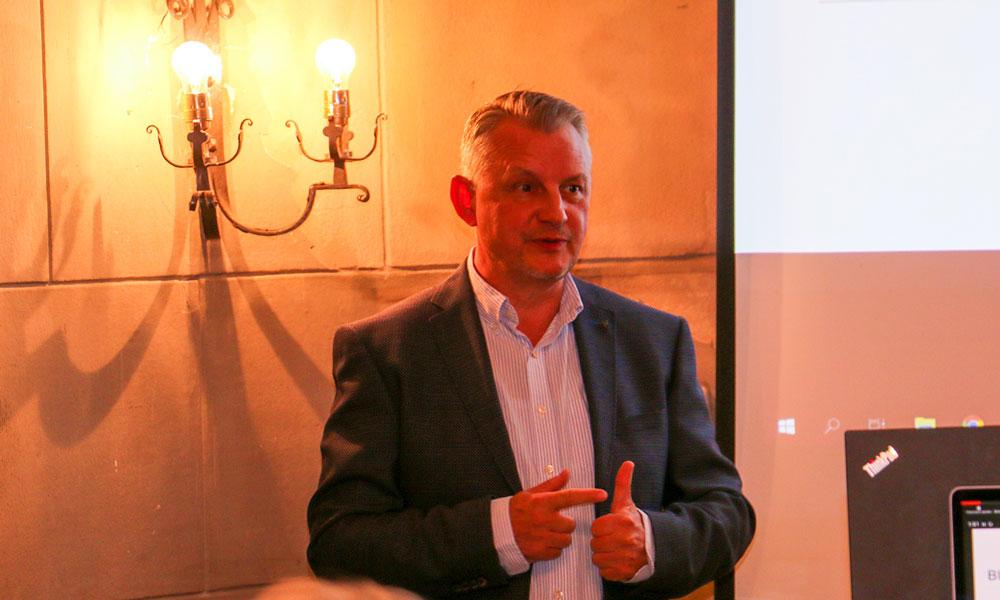 Vodafone-Vertreter Helmut Zeitz steht Rede und Antwort