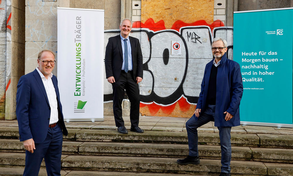 Gewinner auf beiden Seiten? Bert Nicke (Entwicklungsträger Krampnitz), Bernd Rubelt (Baubeigeordneter LHP), Henrik Thomsen, (Deutsche Wohnen SE), v.l.