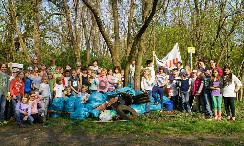 Frühjahrsputz bei der Bruno-H.-Bürgel-Grundschule, 2015