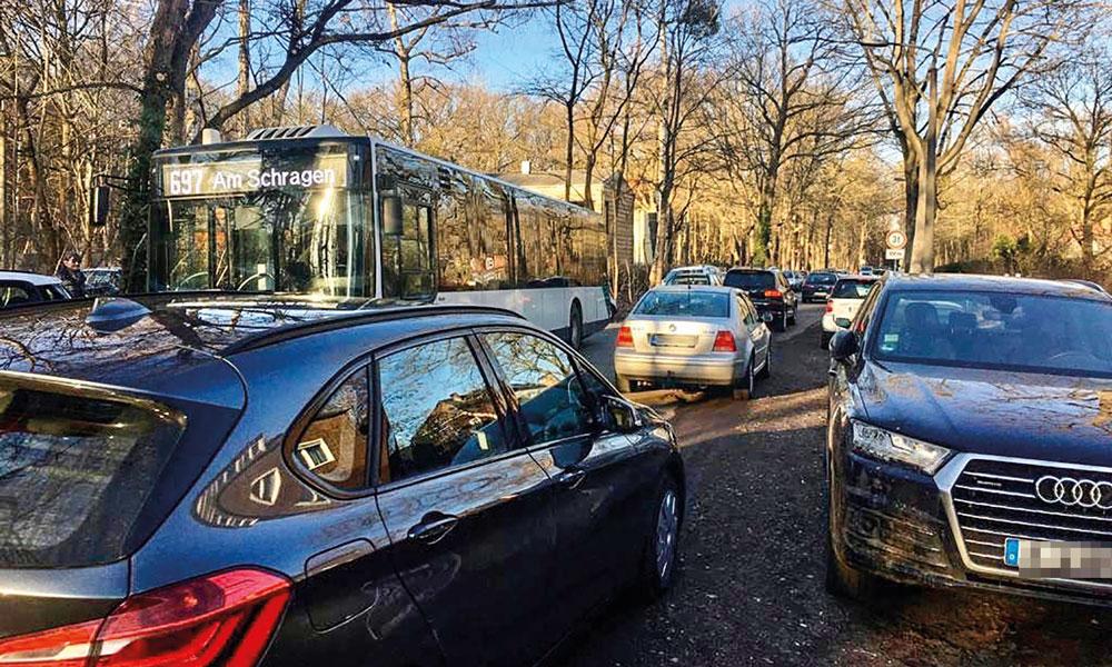 Schon im März dieses Jahres berichtete der POTSDAMER über das Verkehrschaos in Sacrow, das durch falsch geparkte Autos verursacht wurde.<br>