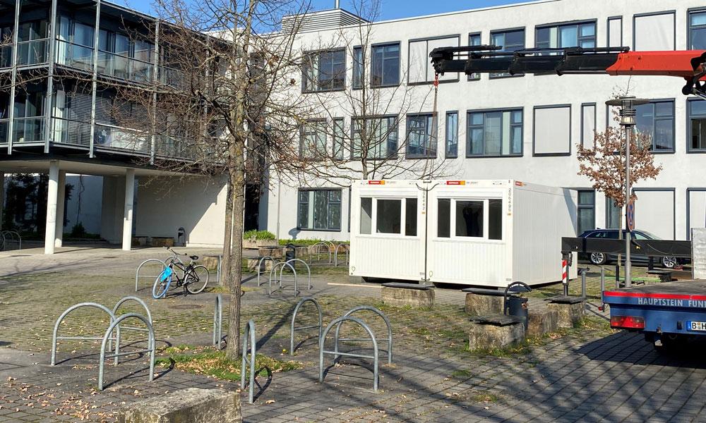 """Die neue Corona-Teststation in Golm """"Potsdam Science Park"""", vor dem Haus 26"""