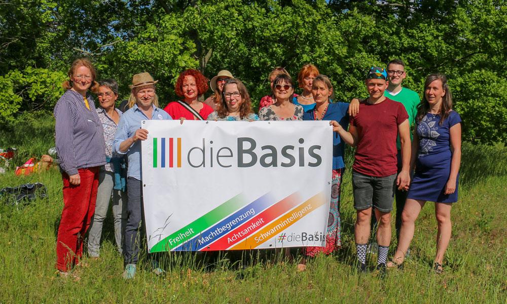 Mitglieder des Potsdamer Kreisverbands der Basisdemokratischen Partei Deutschland