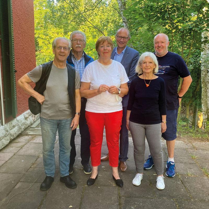 Der neue Vorstand: Helmut Völker, Erika Plümecke, Karin Essing (vorne, v.l.), Hans Hartmann, Rainer Liesegang, Klaus Sager (hinten, v.l.)
