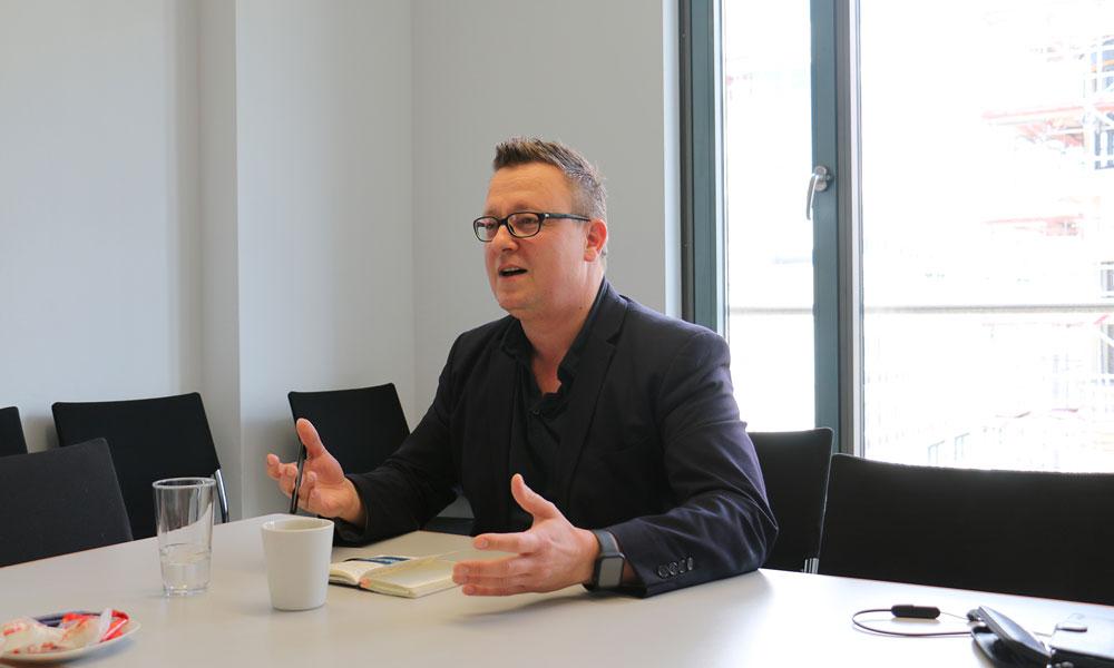 Tim Krause ist der Direktkandidat der AfD im Wahlkreis 61. Er möchte vor allem Annalena Baerbock und Olaf Scholz möglichst viele Stimmen streitig machen
