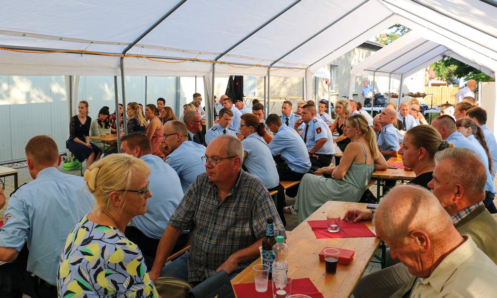 Zahlreich waren die Wehrmitglieder und Freunde vertreten, um sich bei Bernd Giese zu bedanken.