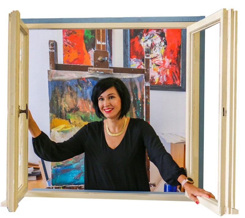 """Kulturbeigeordnete Noosha Aubel stellt das Motiv """"Fensteröffner"""" nach, das Heisig zum Mauerfall 1989 malte (oben)"""